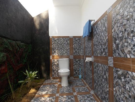Kamar Mandi Terbuka Picture Of The Radenz Village Mataram Tripadvisor