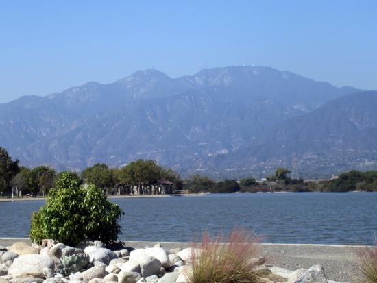 Lake with san gabriel mountain vista sante fe recreation for Santa fe dam fishing