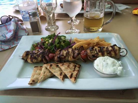 Alexandra Beach Resort: Chicken slouvaki...yum!