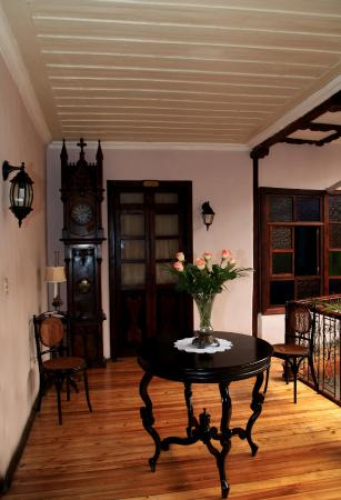 Casa Ordonez: Upper balcony area