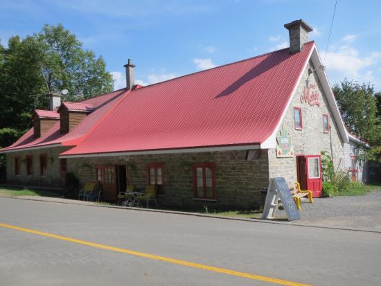 Château Richer, Canada: 道路沿いから眺めると