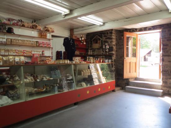 Château Richer, Canada: お店の中。お土産も売っていました