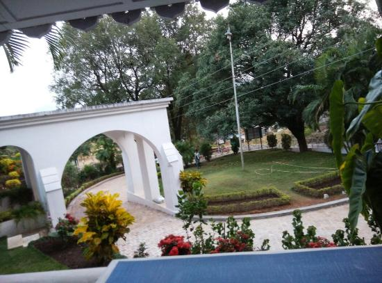 MPT Rock End Manor Pachmarhi Photo
