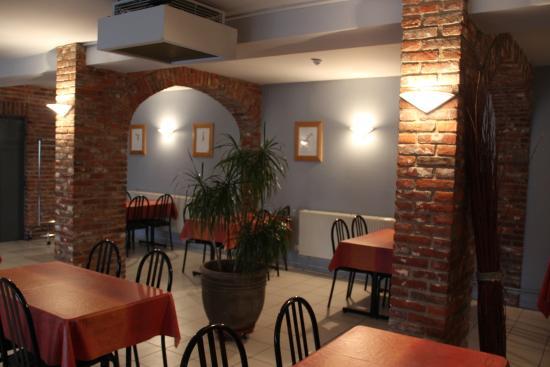 Avesnelles, France : salle du petit dejeuner