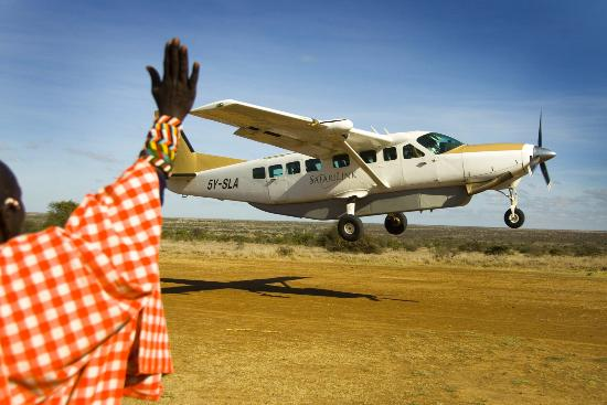 Kenia: Frequent flights operate within Kenya to many of the main towns and national parks throughout th