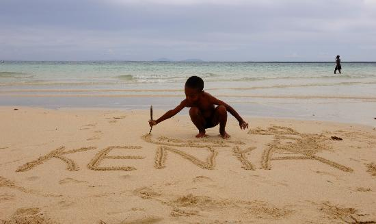 Kenia: The coast of Kenya features endless white sandy beaches and Mombasa, the country's oldest and se