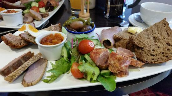 Treeby & Bolton Cafe: Meat platter