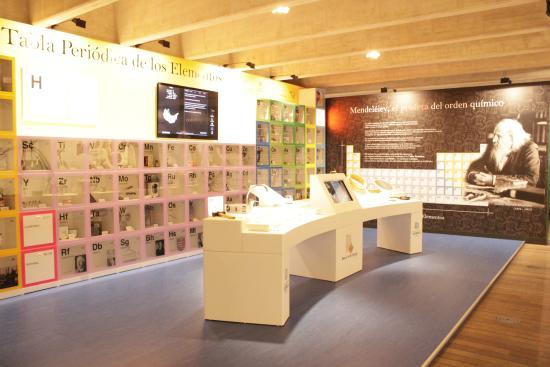 Foto de museo de la ciencia de valladolid valladolid sala la museo de la ciencia de valladolid sala la qumica a escena tabla peridica interactiva urtaz Images