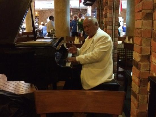 Pianist at La Veranda