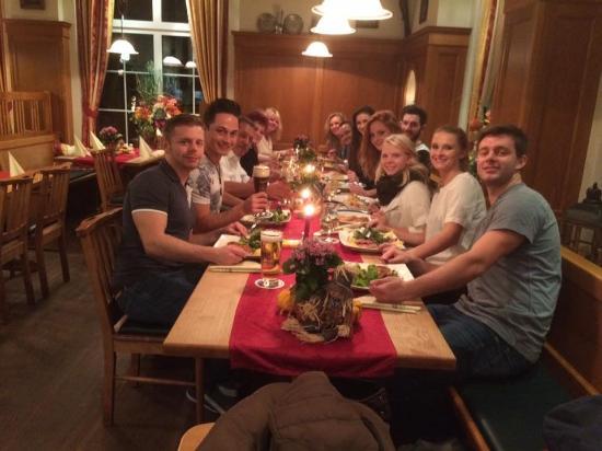 Feldmochinger Hof: Gutes Essen, tolle Stimmung