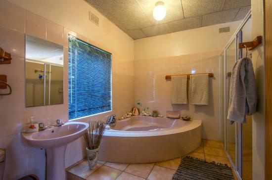 Aber Jetz Guesthouse : Bathroom area