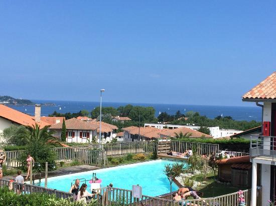 Bella Vista Guest Center Pays Basque: Bella Vista - vue sur la piscine et l'océan