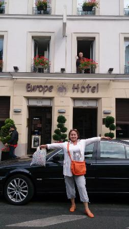 Europe Hotel Paris: перед отелем