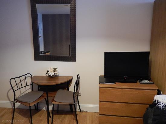 Aviva Studio Apartments: Triple Room