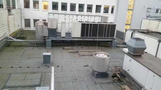 Hotel Stadt Hamburg : Blick aus Zimmer 5 auf die Klimaanlage.