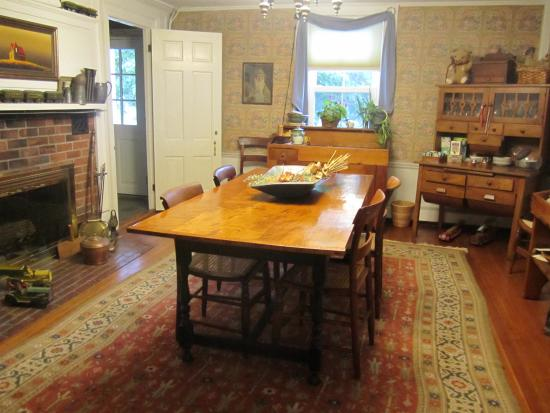 Shaker Hill Bed and Breakfast: breakfast room