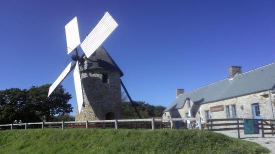 Les Cuisines du Moulin : Auberge et moulin de Fierville-les-Mines - 2