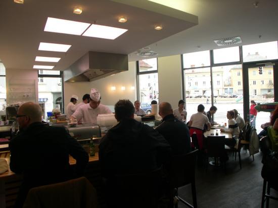 168 Ilufa Sushi & Wok : Immer gut besucht, trotzdem schnelles Sevice