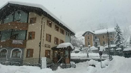 Albergo Ristorante Valle Del Bitto: nevicata 2014