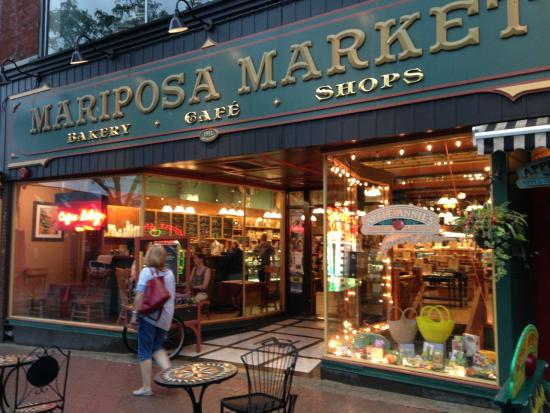 Mariposa Market Stores: The Market at dusk