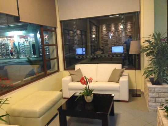 โรงแรมโครนิโอ: Lounge2