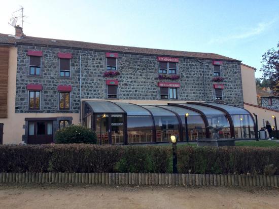 Hotel Restaurant Les Hirondelles : Le devant de l'hôtel