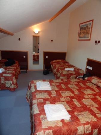 Hotel Restaurant Les Hirondelles : Chambre mansardée 43
