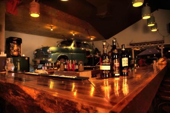 Malec n ciudad jard n picture of malecon restaurante bar for Barras de bar para jardin