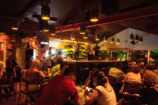 Foto de malec n restaurante bar cali grupo musical for Bares en ciudad jardin cali