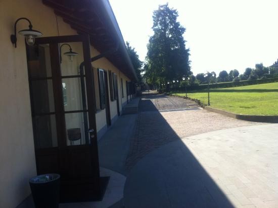 Country Hotel Castelbarco: Entrance to check-in/breakfast