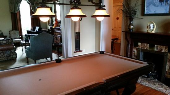 Warsaw, KY: Billiard Room.
