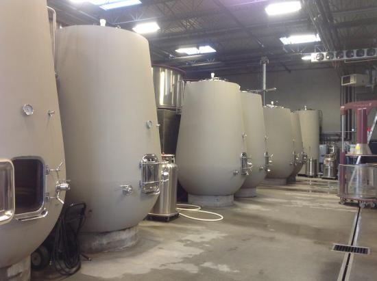 Summerland, Καναδάς: New concrete tanks from Italy.