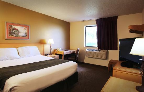 Super 8 Spirit Lake/Okoboji: Room with King Bed