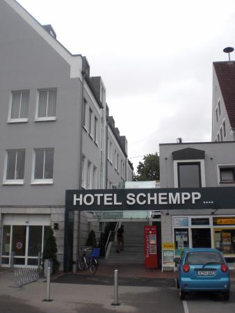 Hotel Schempp: outside view of hotel entrance