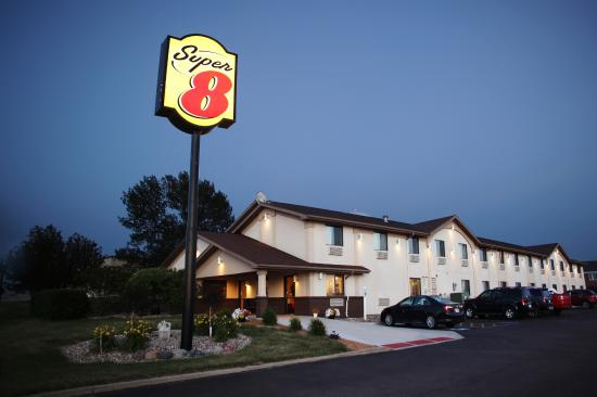 Spirit Lake, IA: Welcome to the Super 8