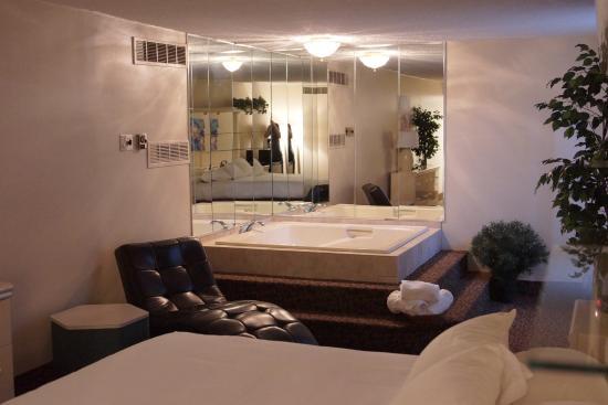 2nd Floor Poolside Picture Of Altoona Grand Hotel Altoona Tripadvisor