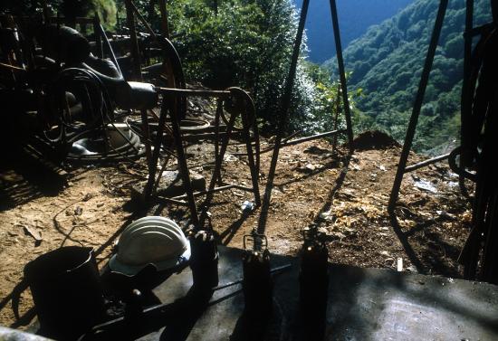 Valdicastello Carducci, Italia: particolare della miniera di barite 1