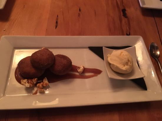Relishes Cafe: Donuts done with salted caramel and icecream