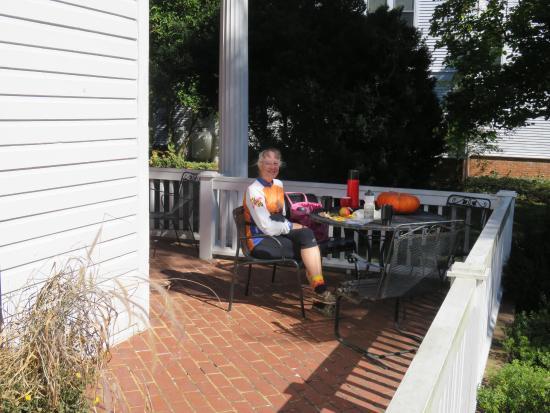 Longwood University Bed and Breakfast : Sunny front veranda