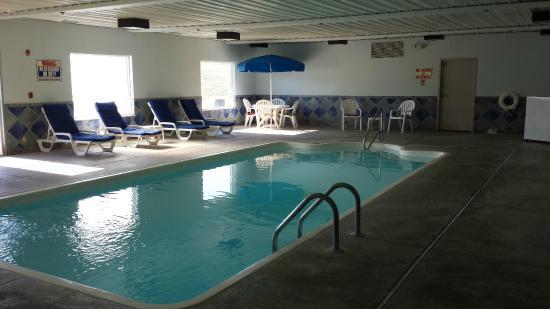 Baymont Inn & Suites Lawrenceburg : Indoor Pool