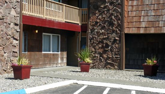 Long Beach, WA: Condo building exterior