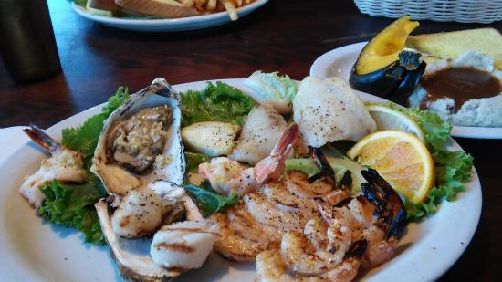 Captain's Choice Family Fish House: no batter platter