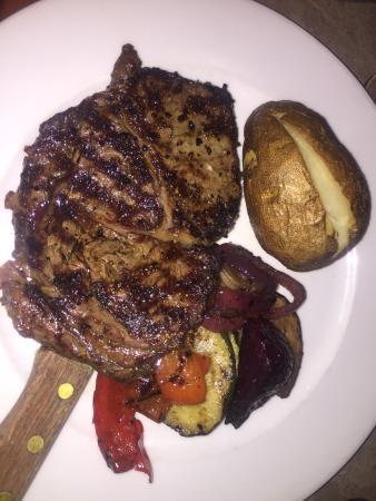 Black Iron Grill : Decent Rib-eye steak dinner
