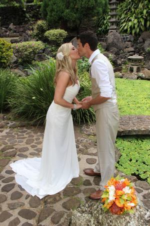 Kepaniwai Park & Heritage Gardens - TEMPORARILY CLOSED: Hawaiian themed wedding photographs at a lovely location.