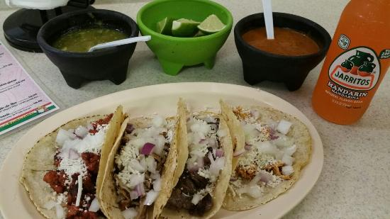 Acapulco Mexican Grocery Y Taqueria: Tacos made with love.