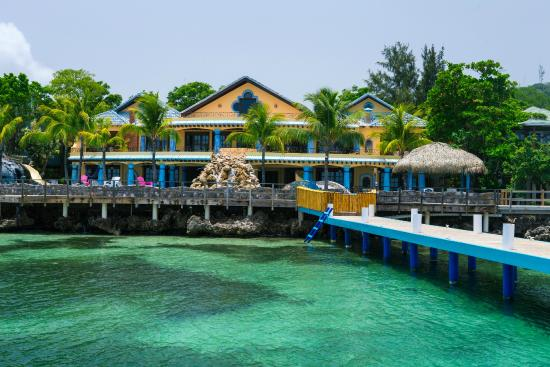 Caribe Tesoro: The view from the dock