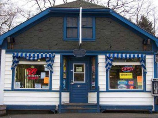 Ellsworth, Мэн: Mike's, a fixture on Water St. since 1897