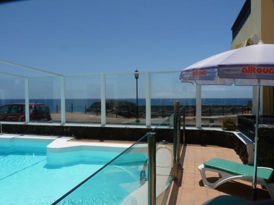 Apartamentos Juan Benitez: Lugar por terraza del Apto. nº1 con vista al mar