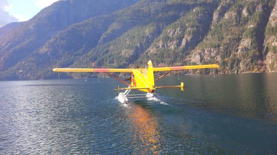 Chelan DHC Beaver departs Stehekin