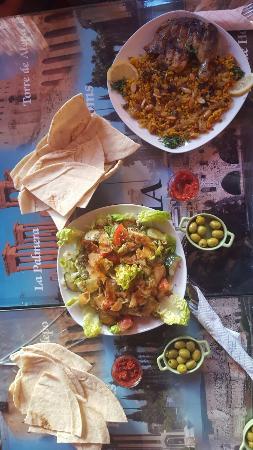 Restaurante puerta de syria en granada con cocina for Puertas de cocina de restaurante